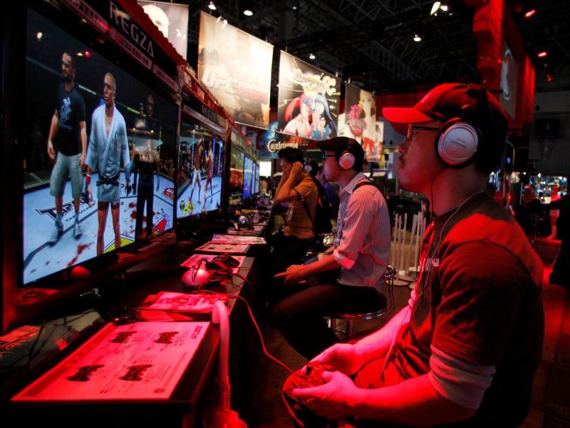 Jouer dans une salle d'arcade au Japon