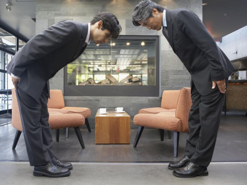 Saluer au Japon : pourquoi vous devez apprendre à vous icliner